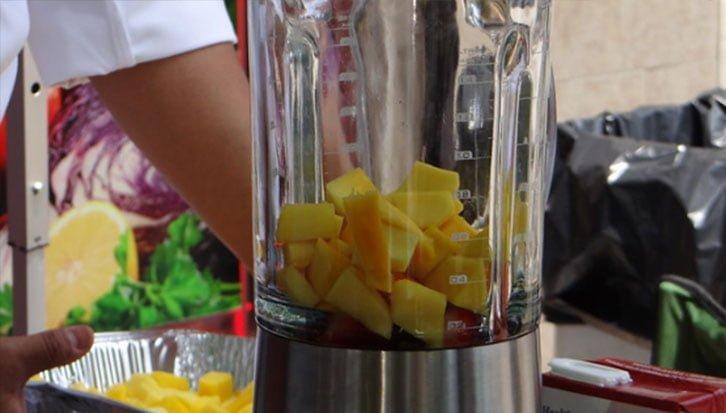 make fruitful smoothie
